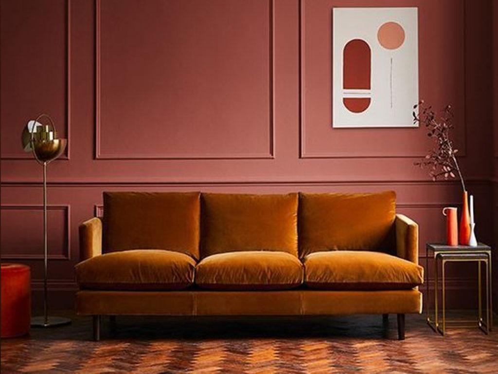 Salon peinture et canapé terracotta